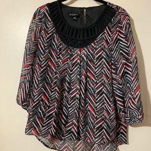 I.N. Studio flowy black/red/white sheer sleeve top